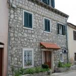 Main-house-izvana